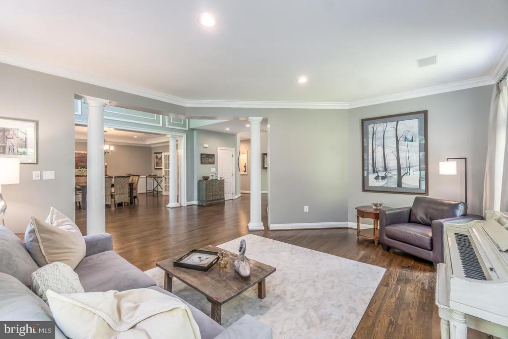 Luxury Living room with views of dining room - 5400 LIGHTNING DR, HAYMARKET