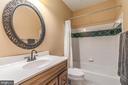 Lower level full tub shower bath with tile accents - 5400 LIGHTNING DR, HAYMARKET