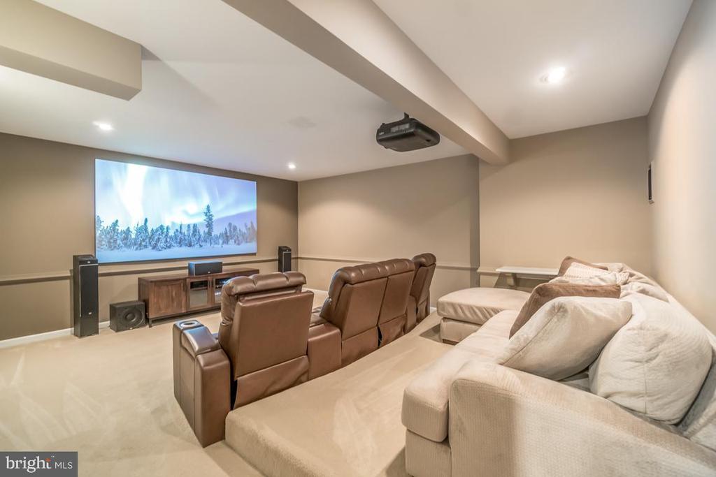 Home theatre projection system - 5400 LIGHTNING DR, HAYMARKET