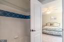 Jack and Jill bathroom with tub - 5400 LIGHTNING DR, HAYMARKET