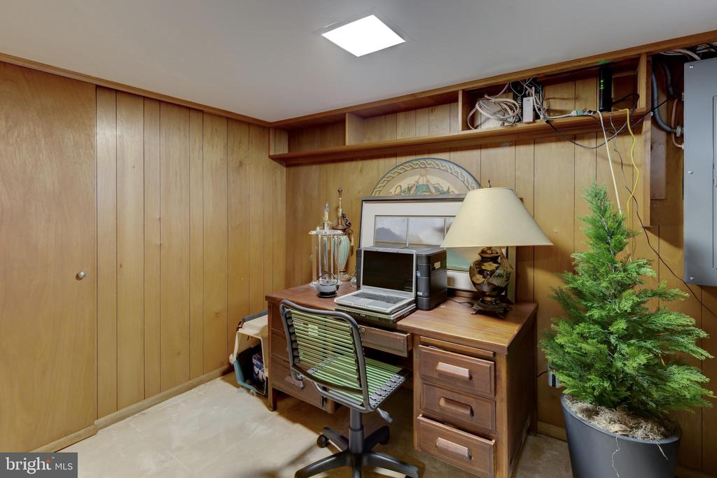 Perfect space for a home office. - 2401 N VERNON ST, ARLINGTON