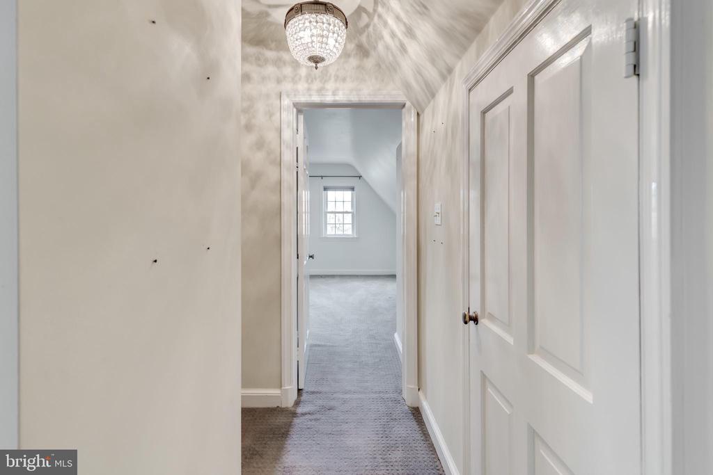 Carpet throughout upstairs level. - 2401 N VERNON ST, ARLINGTON