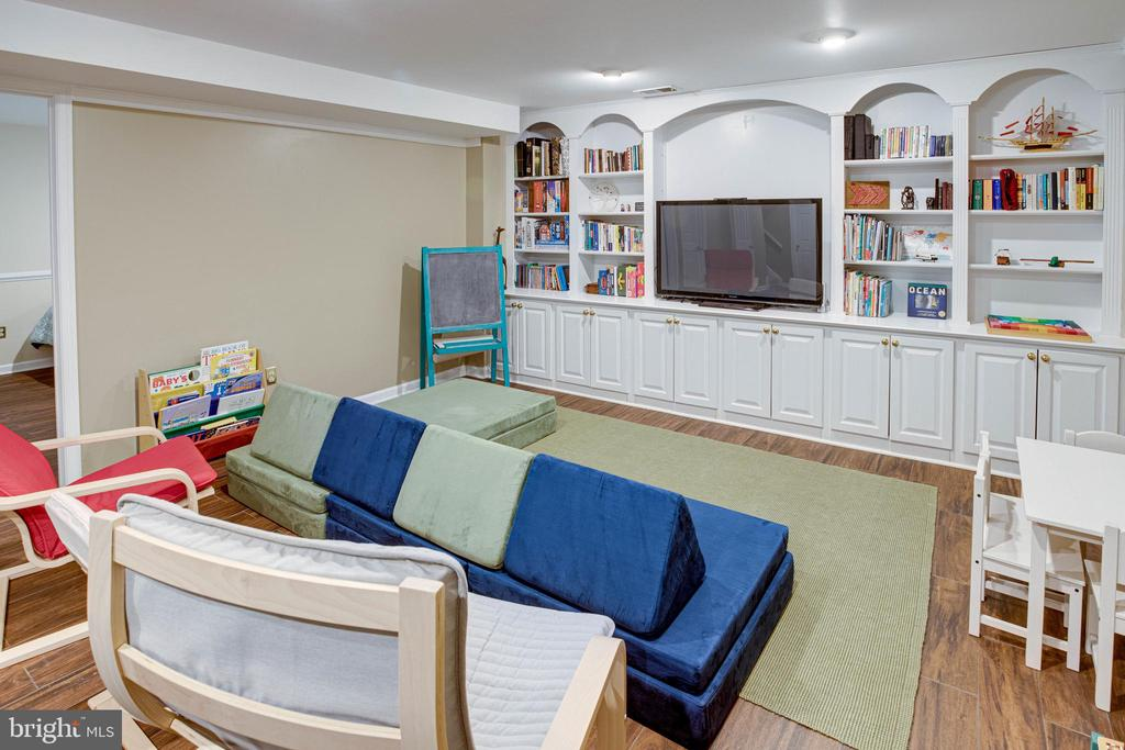 Recreation Room with Built-Ins - 1542 DEER POINT WAY, RESTON