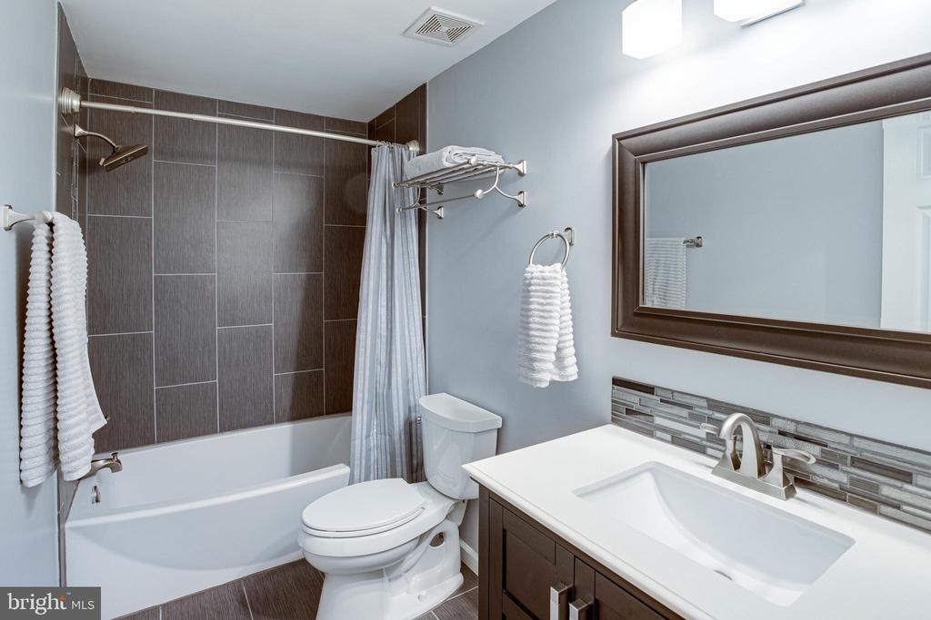 Lower Level Renovated Full Bathroom - 1542 DEER POINT WAY, RESTON