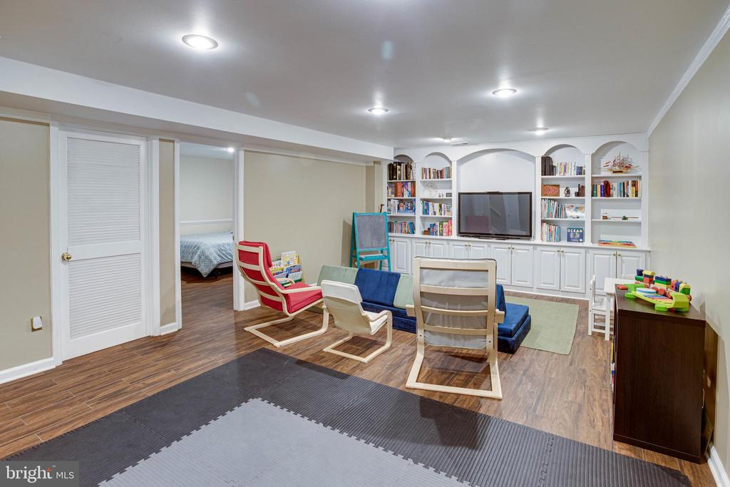 Lower Level with Crown Molding - 1542 DEER POINT WAY, RESTON