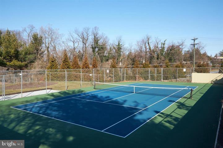 Outdoor Tennis Courts back to Parkland - 3800 POWELL LN #PH 30, FALLS CHURCH