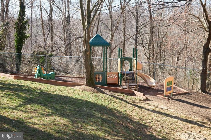 Outdoor Playgrounds,Totlots. Picnic Areas & Grills - 3800 POWELL LN #PH 30, FALLS CHURCH