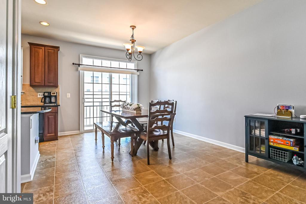 Spacious dining area off kitchen - 22944 ROSE QUARTZ SQ, BRAMBLETON