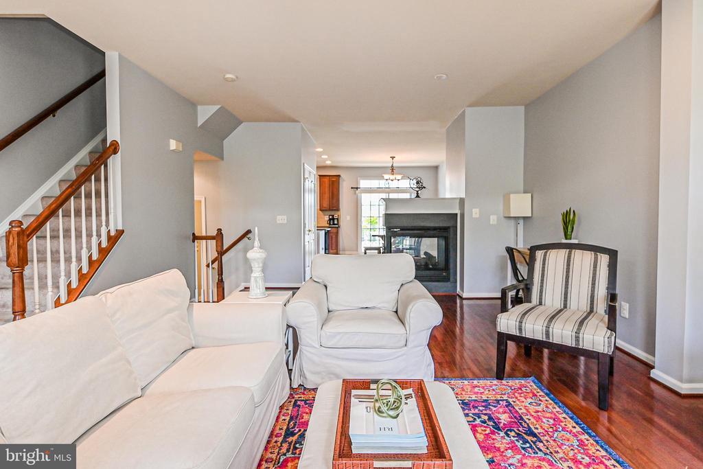 Living room - 22944 ROSE QUARTZ SQ, BRAMBLETON