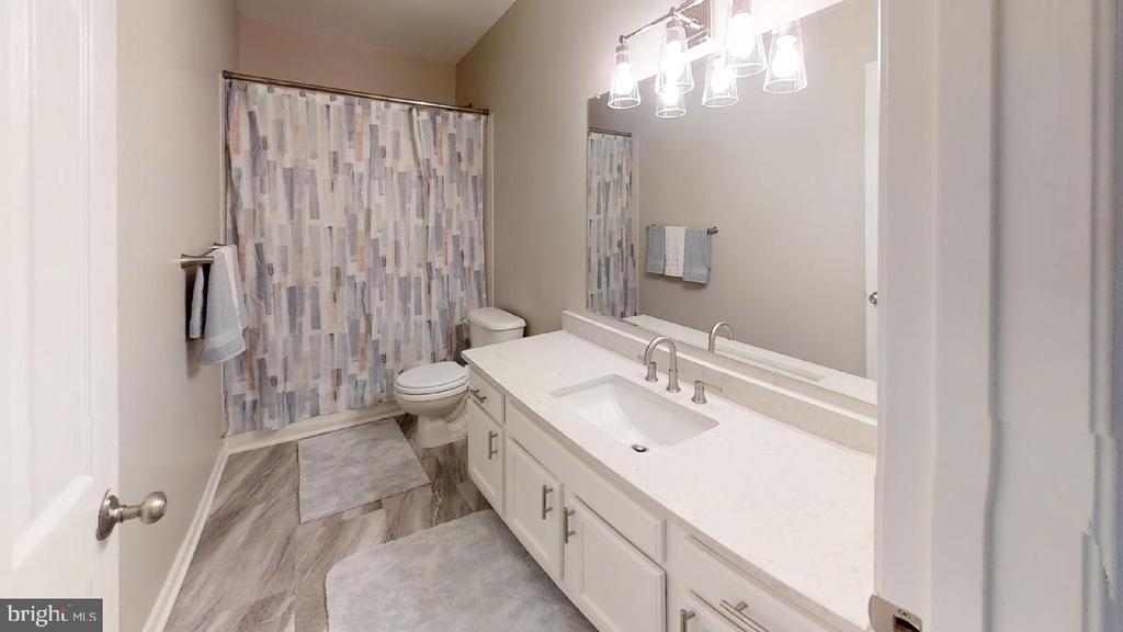 Hall bathroom - 2318 18TH ST NE #2318, WASHINGTON