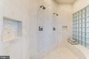 Large walk-in shower with dual shower heads - 14732 RAPTOR RIDGE WAY, LEESBURG