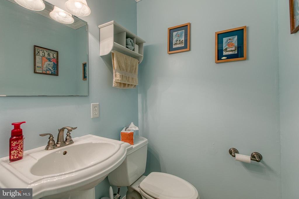 1/2 bath in basement - 12153 STALLION CT, WOODBRIDGE