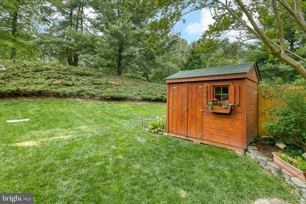 Large shed to store your outdoor tools. - 12153 STALLION CT, WOODBRIDGE