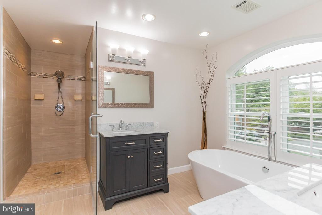 Master Bath Stand up Shower - 7613 DWIGHT DR, BETHESDA