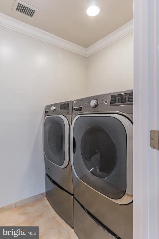 Front Loading Washer & Dryer on Top Level - 7613 DWIGHT DR, BETHESDA