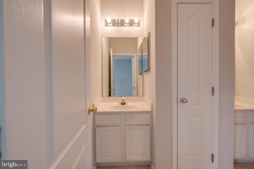 3rd Level Bathroom - 13335 TIVOLI FOUNTAIN CT, GERMANTOWN