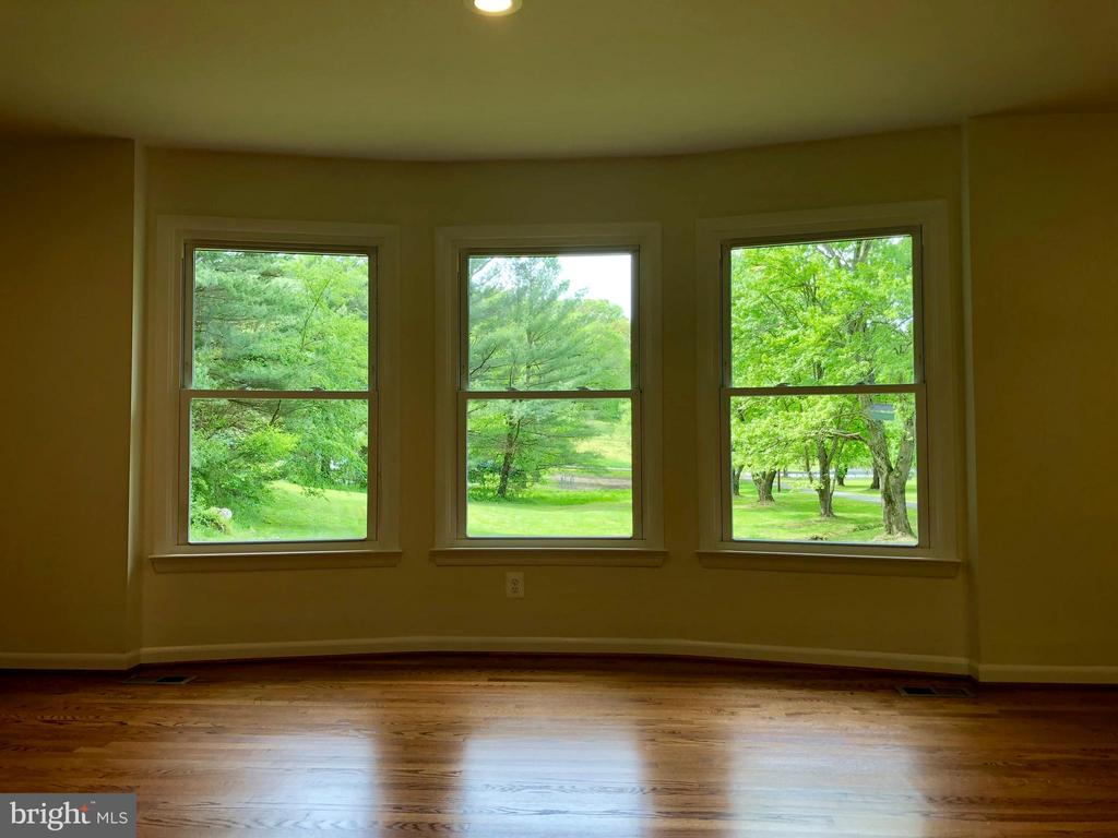 LIGHT & BRIGHT WITH MANY WINDOWS & RECESSED LIGHTS - 10826 OLD ANNAPOLIS RD, FREDERICK