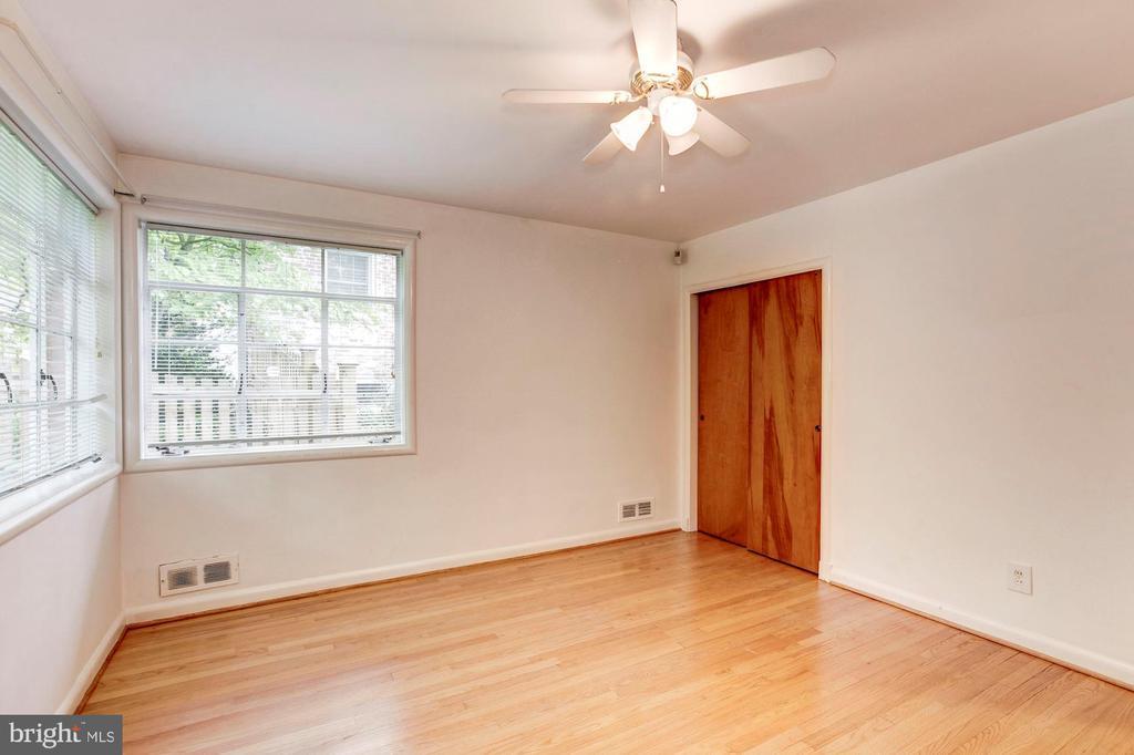 Bedroom - 4625 EDGEFIELD RD, BETHESDA