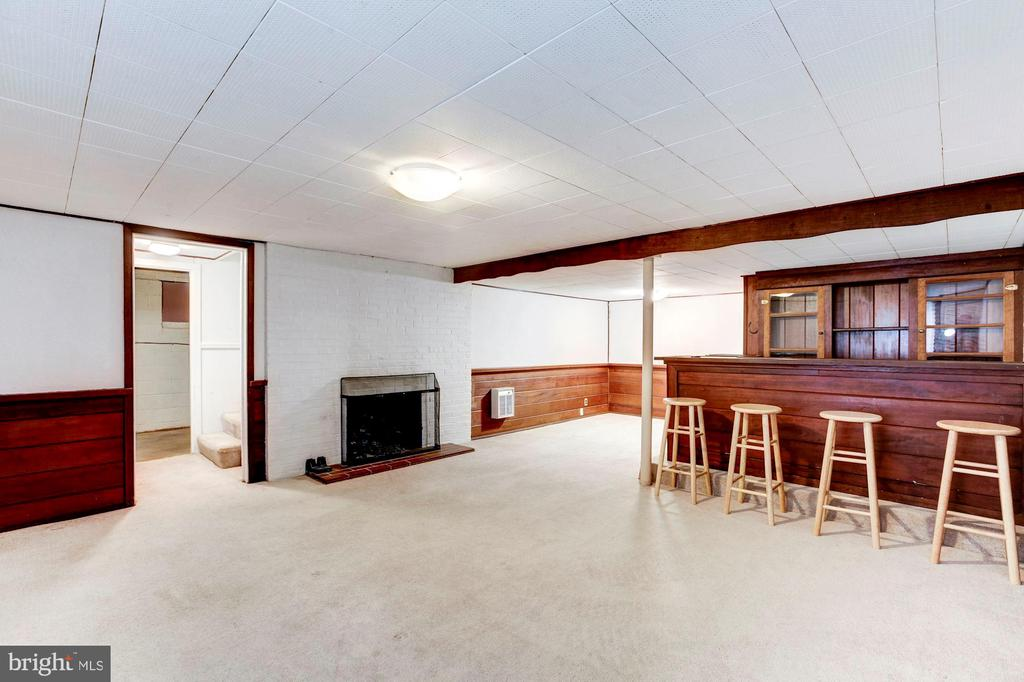 Lower level includes a bar - 4625 EDGEFIELD RD, BETHESDA