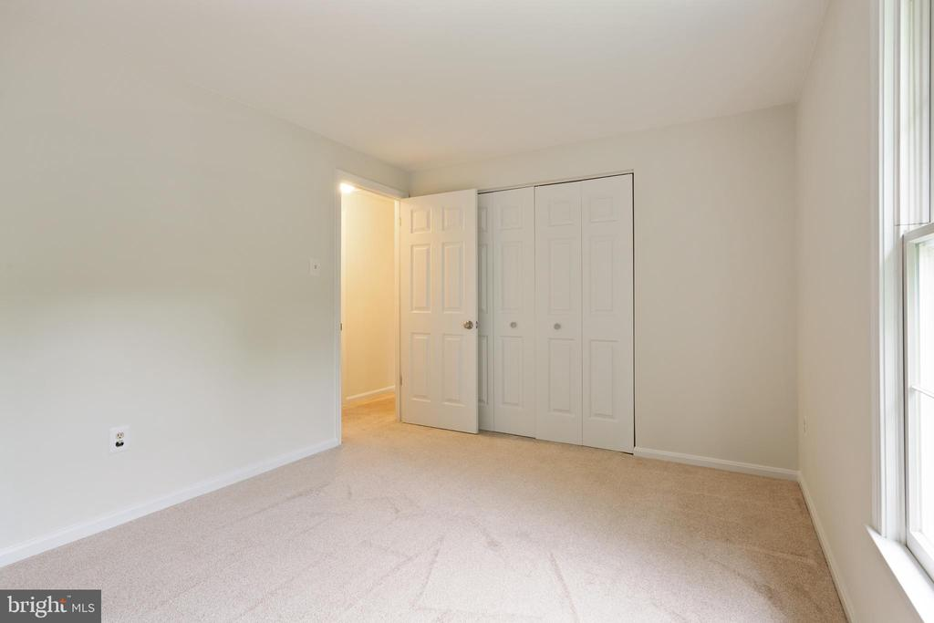 Bedroom with windows facing front of the house - 16194 SHEFFIELD DR, DUMFRIES