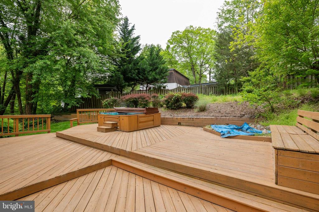 Back deck with Hot Tub (Convey