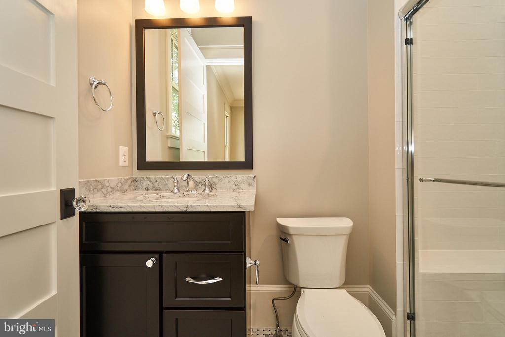 Guest suite Bath - Same model, different location - 3526 N OHIO ST, ARLINGTON