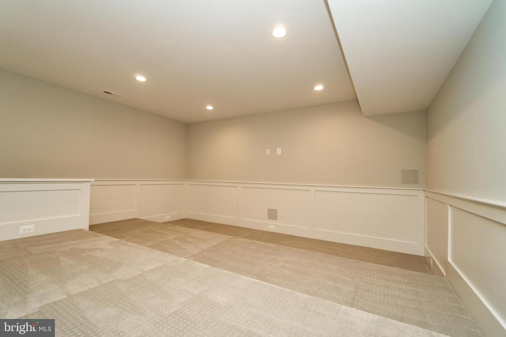 Tiered Media room - Same model, different location - 3526 N OHIO ST, ARLINGTON