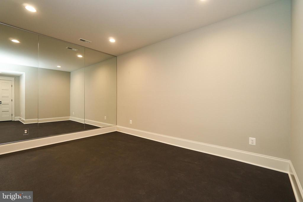 Exercise room - Same model, different location - 3526 N OHIO ST, ARLINGTON