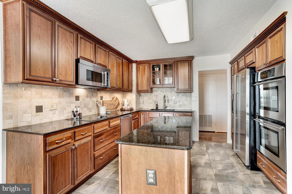 Updated Kitchen with Center Island - 1600 N OAK ST #1010, ARLINGTON