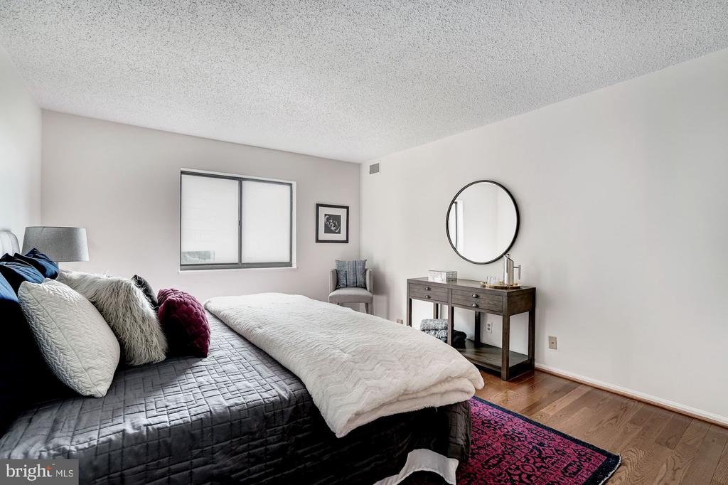 Master Bedroom - 1600 N OAK ST #1010, ARLINGTON