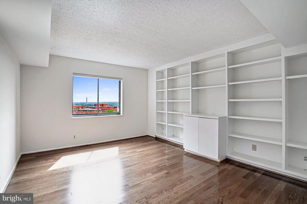 Third Bedroom with Washington Monument views - 1600 N OAK ST #1010, ARLINGTON