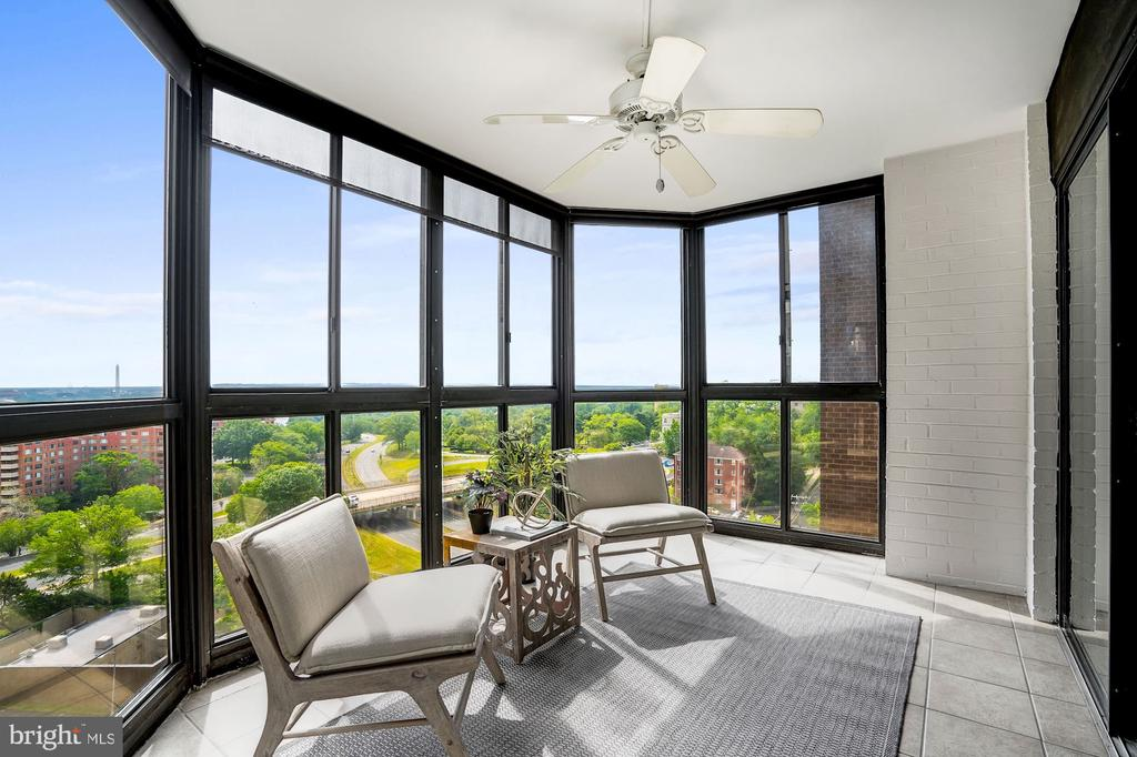 Sunroom with Stunning Views - 1600 N OAK ST #1010, ARLINGTON
