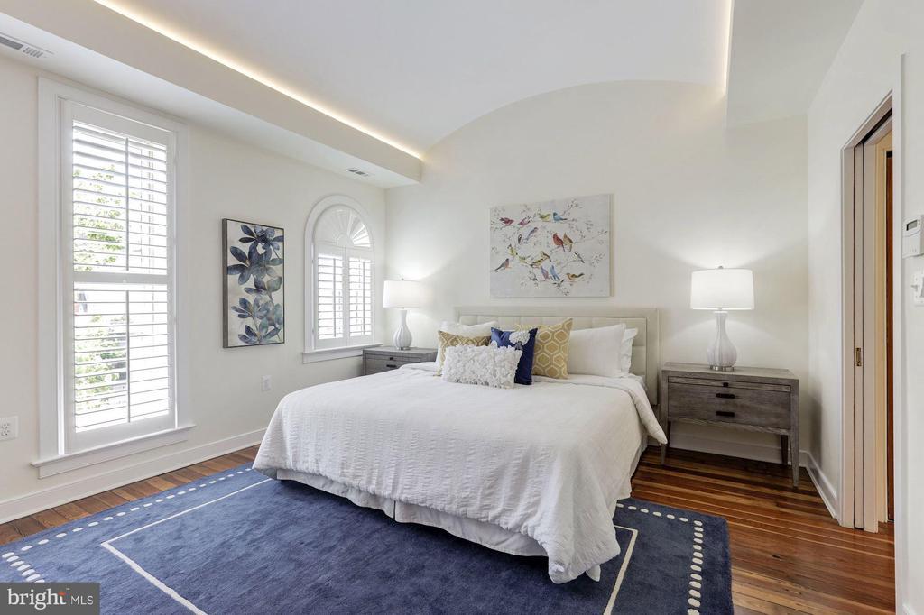 Master Suite - 1721 WILLARD ST NW, WASHINGTON