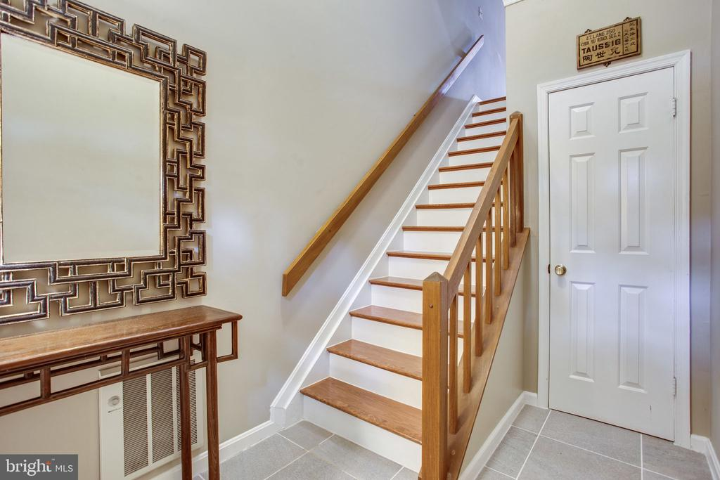 Stairs to Main Level - 11218 HARBOR CT, RESTON