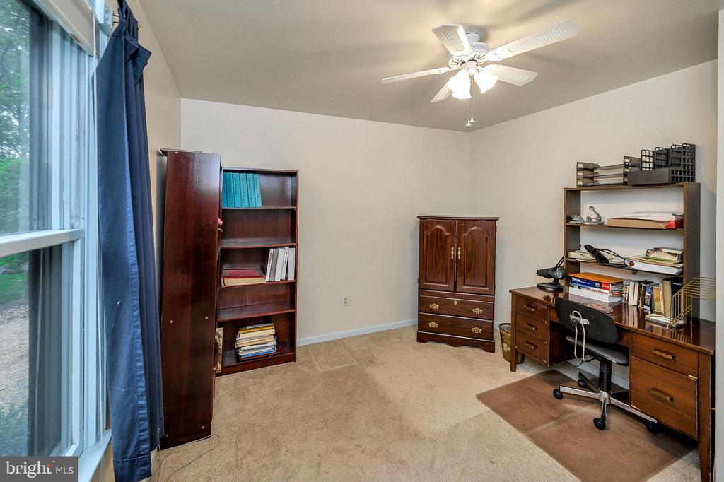 Den or Office - 4617 LAKEVIEW PKWY, LOCUST GROVE