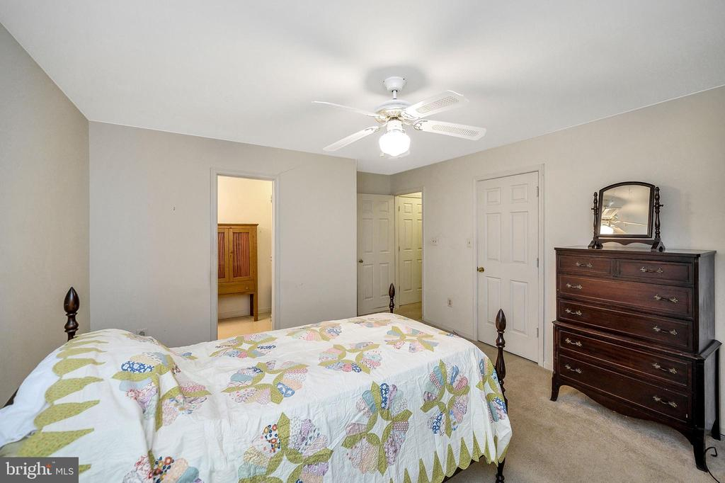 Master with view to bath & door - 4617 LAKEVIEW PKWY, LOCUST GROVE
