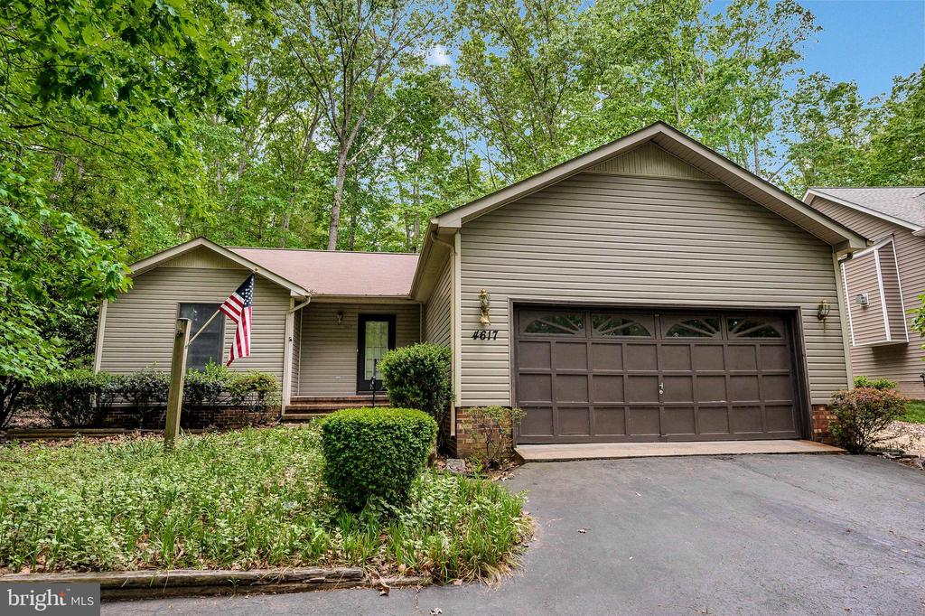 Double Garage - 4617 LAKEVIEW PKWY, LOCUST GROVE