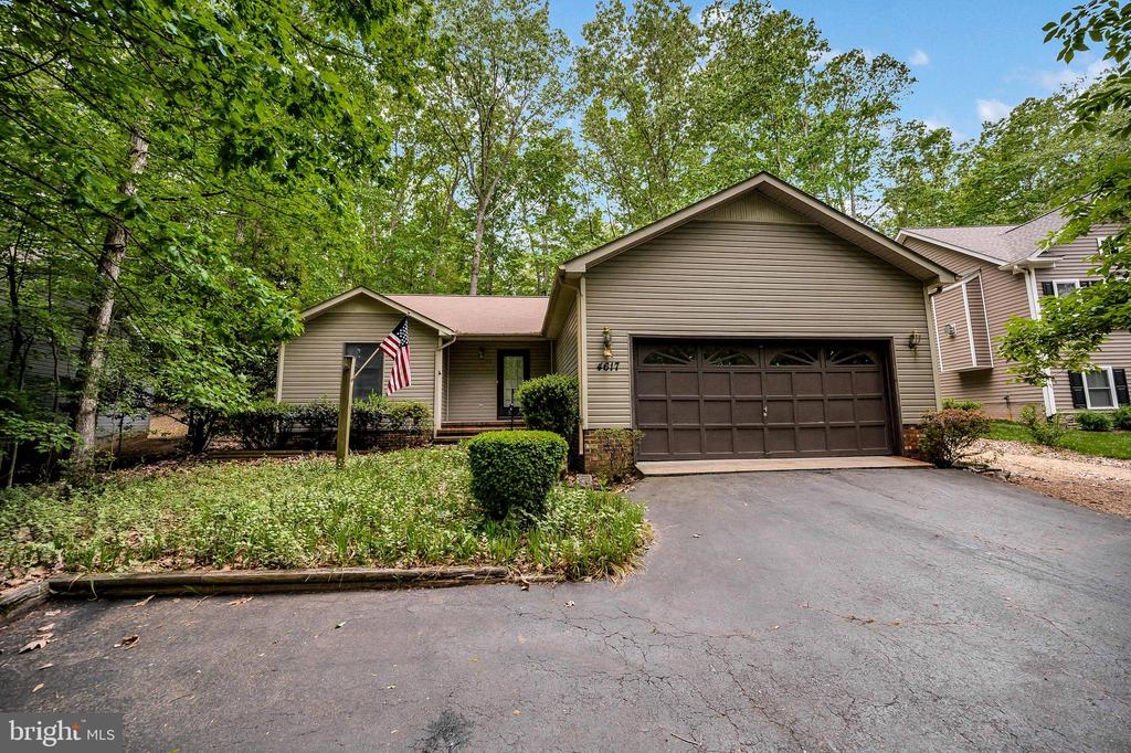 Naturally Scaped front yard - 4617 LAKEVIEW PKWY, LOCUST GROVE