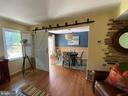 Light and bright - barndoor accent. - 5508 KENDRICK LN, BURKE