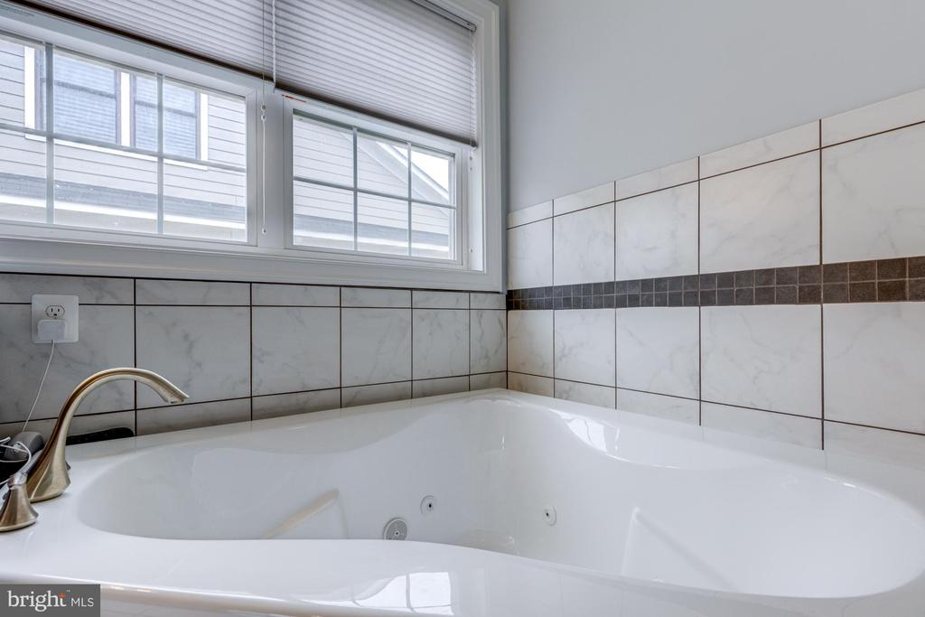 MASTER BATH ON 2ND FLOOR - 2608 3RD ST N, ARLINGTON