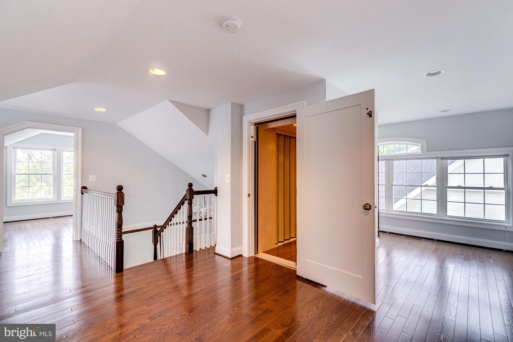 ACCESS TO FORTH FLOOR BY ELEVATOR - 2608 3RD ST N, ARLINGTON