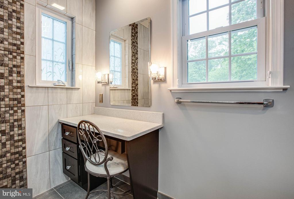 vanity area master bath - 8205 HOWARD TRL, FREDERICKSBURG