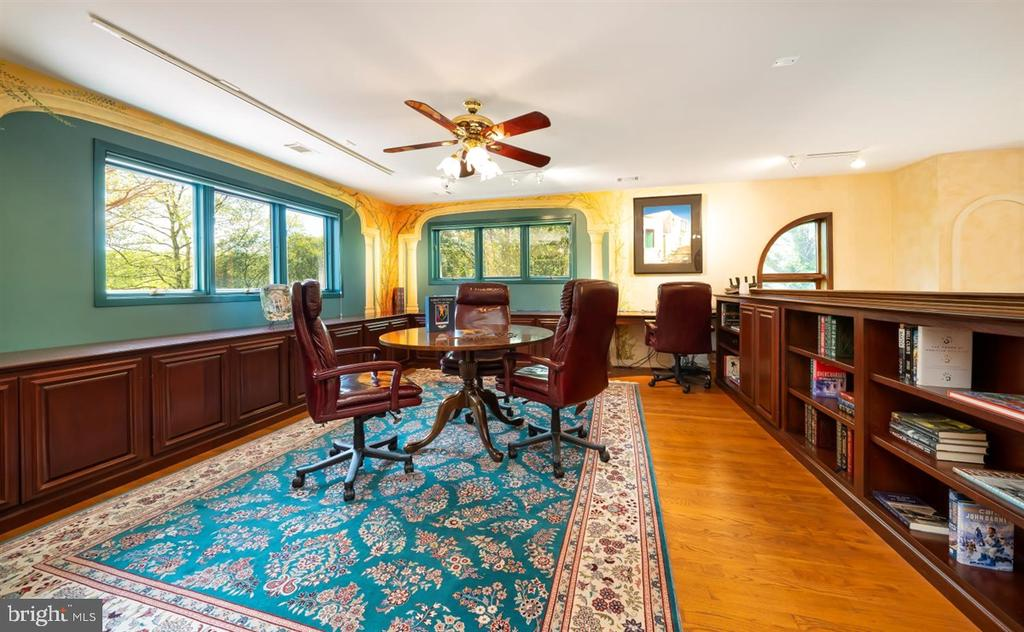 Mahogany built-ins & shelving in 2nd floor study. - 6072 WHITE FLINT DR, FREDERICK