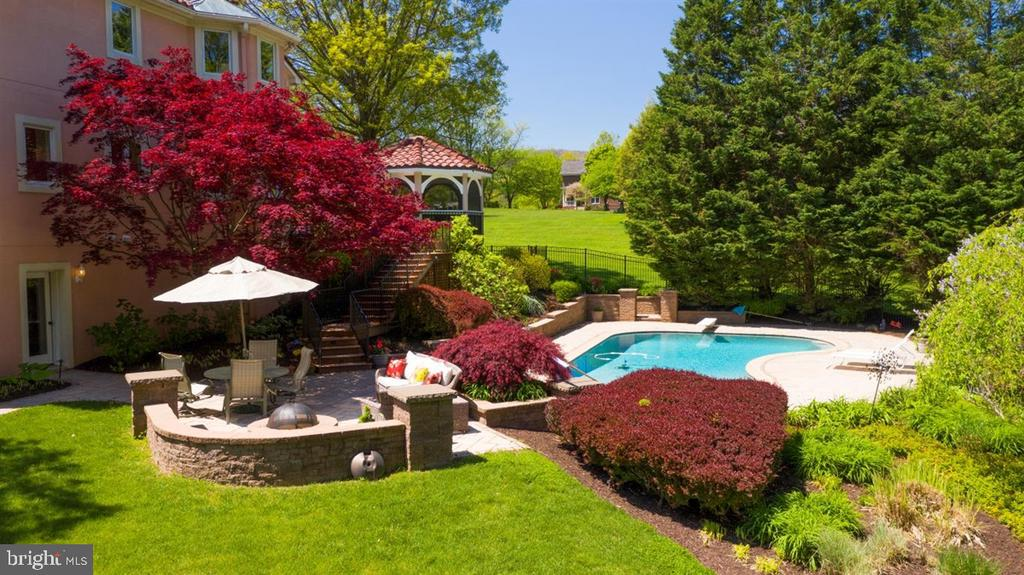 Beautifully landscaped and private - 6072 WHITE FLINT DR, FREDERICK