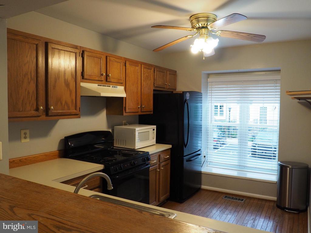 Kitchen 6 - 3957 9TH RD S, ARLINGTON
