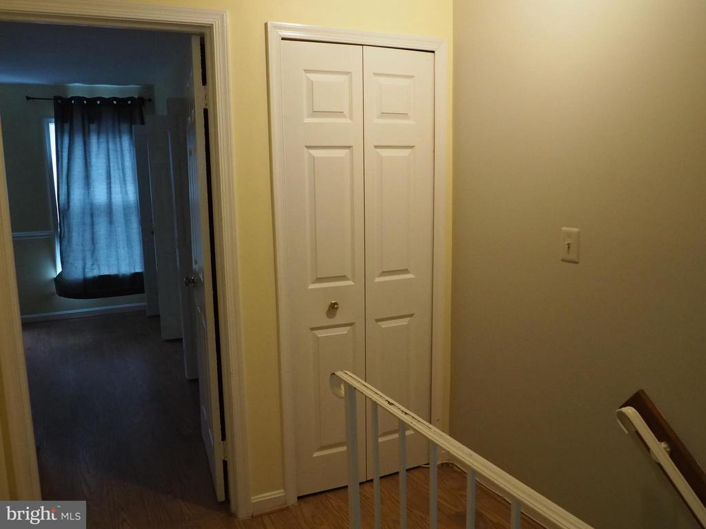 Upper Level - 3957 9TH RD S, ARLINGTON