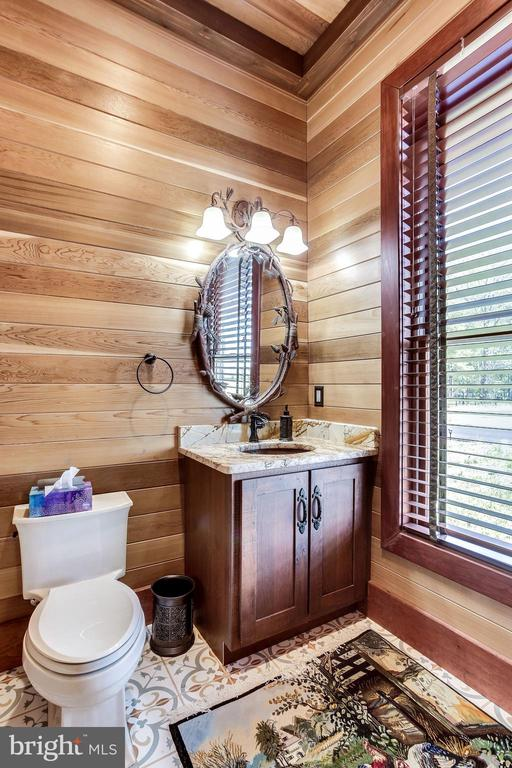 Powder Room - 43093 LUCKETTS RD, LEESBURG