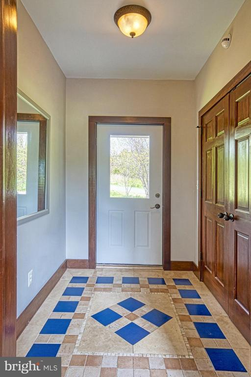 Air-lock Foyer is Energy Efficient. Beautiful Tile - 40985 REDWING SONG LN, LOVETTSVILLE