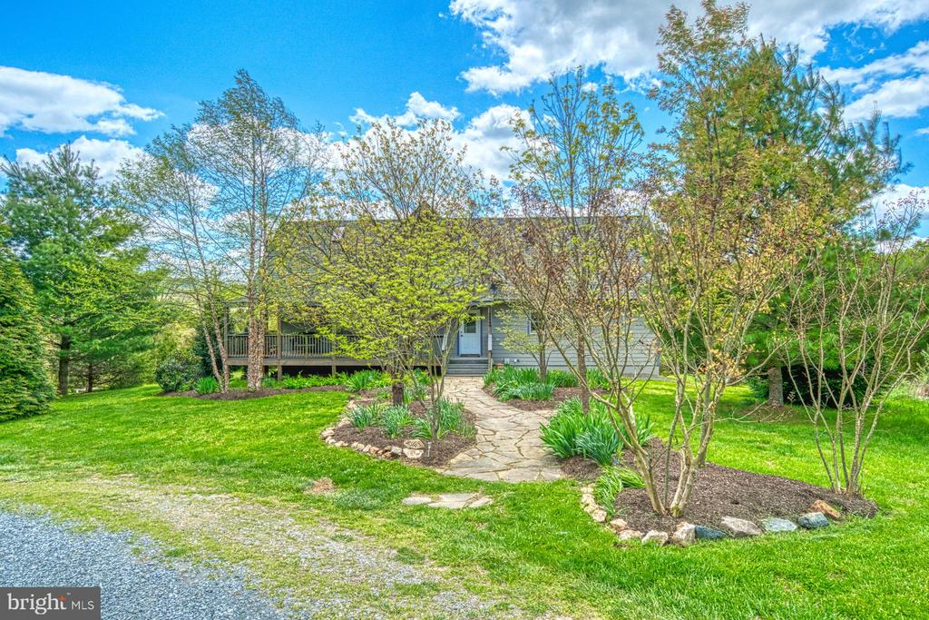 Ideal Location just 5 mi from Point of Rocks MARC - 40985 REDWING SONG LN, LOVETTSVILLE