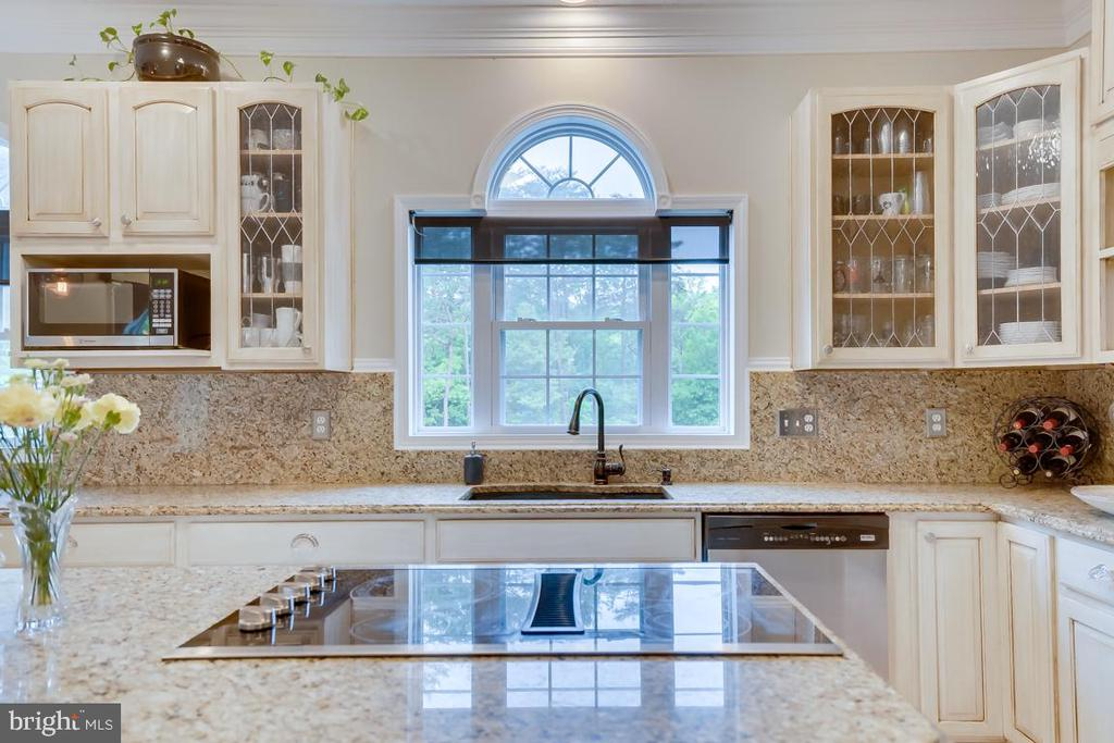 Updated cabinetry with leaded glass. - 1065 MOUNTAIN VIEW RD, FREDERICKSBURG